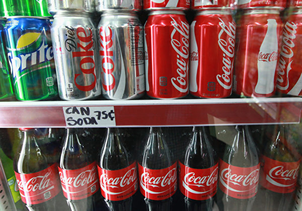 可口可樂的品牌價值比前一年下跌2名,可它仍是最強勁的品牌之一。(Scott Olson/Getty Images)