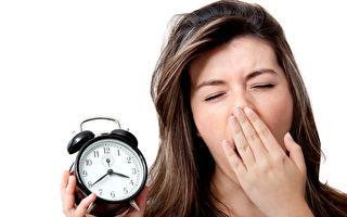 睡眠不足会造成疲劳,过度疲劳会影响睡眠质量甚至造成失眠,而进入恶性循环。 (fotolia)