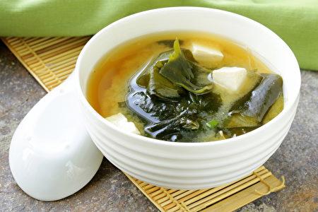 日本酱汤豆腐和海带(fotolia)