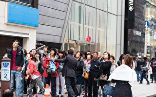 """中国游客""""爆买""""盛况 扭转日本旅游赤字"""