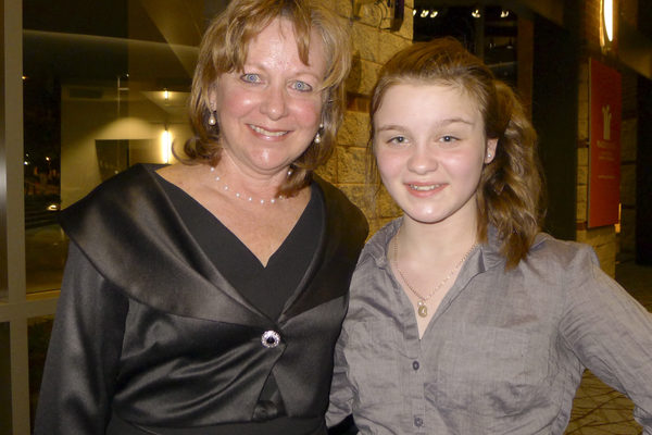 2015年5月1日晚,Barbara Rheney和女儿Lauren Rheney一起观看了神韵在格林维尔的首场演出。(谢漫雪/大纪元)