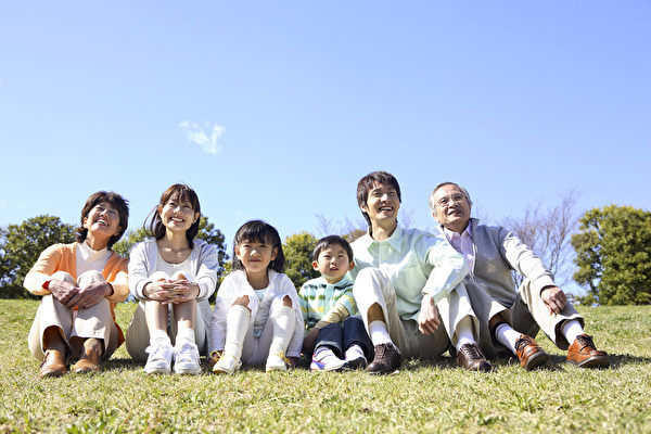 4月29日,人口普查局公佈的在美亞裔狀況數據顯示,華人是亞裔最大族群,雖然華人受教育水平明顯高於美國平均水平,但在美華人總體經濟狀況不如第一位的印度裔。(fotolia)