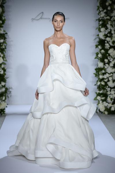 新娘很重視自己結婚典禮上婚紗的選擇與搭配。(Photo by Fernanda Calfat/Getty Images)