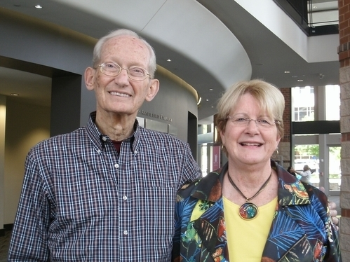 5月2日下午,房地产经纪Debby Perry与先生自北卡州Morganton市赶来格林维尔观看神韵演出。(萧恩/大纪元)