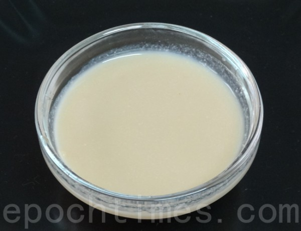 水淀粉是糟烩鞭笋的调料。(彩霞/大纪元)