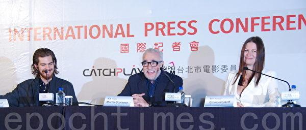 电影《沉默》国际记者会于2015年5月4日在台北举行。(左起)图为男主角安德鲁‧加菲尔、导演马丁‧史柯西斯、制片艾玛‧寇斯柯芙。(黄宗茂/大纪元)