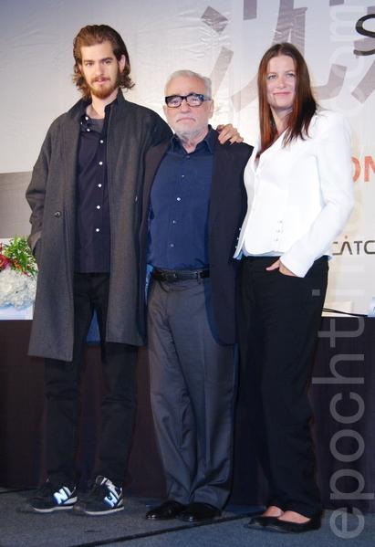 电影《沉默》国际记者会于2015年5月4日在台北举行。。(左起)图为男主角安德鲁‧加菲尔、导演马丁‧史柯西斯、制片艾玛‧寇斯柯芙。(黄宗茂/大纪元)