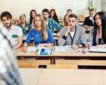 自从2008年美国经济萧条之后,州政府的教育补助大减,造成公立大学学费不断攀升,有些州的州立大学调涨幅度更是惊人。(Fotolia)