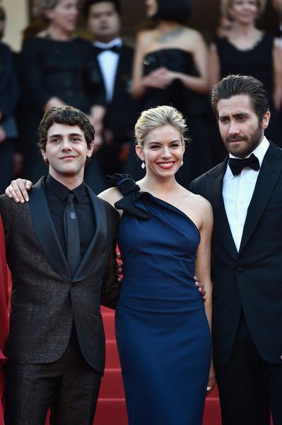 第68届戛纳电影节评委哈维尔‧多兰(左起)、西耶娜‧米勒和杰克‧吉伦哈尔出席开幕式。(Pascal Le Segretain/Getty Images)