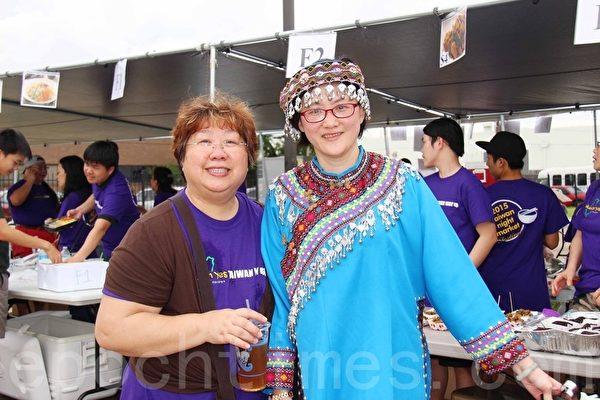 第二屆的「Taiwan Yes台灣夜市」小吃美食園遊會活動總召宋明麗(左)與食物總監江玟玟(右)。(易永琦/大紀元)