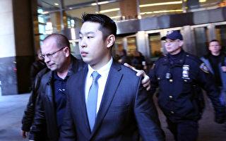 今年2月11日,梁彼得在律师的陪同下走出法庭。(Spencer Platt/Getty Images)