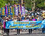 """5月15日,8千多法轮功学员在纽约举行游行,声援2亿中国人三退。图为游行第三方阵""""声援2亿中华儿女退出中共""""。(马有志/大纪元)"""