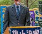 2015年5月15日,8千法轮功学员在纽约联合国附近集会声援2亿华人退出中共组织。图为英文大纪元主编那尼亚(John Nania)。(马有志/大纪元)