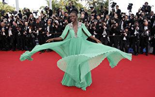 露琵塔尼咏(Lupita Nyong'o)穿着GUCCI礼服出席本届戛纳电影节。(VALERY HACHE/AFP)