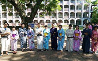 和服是日本文化中很重要的一部分,穿著時並不是以舒適為原則,而是講究禮節;因此,穿上和服更能體驗嚴謹有禮的日本文化精神。(嘉義高中提供)