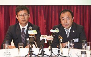 润东汽车董事长兼总裁杨鹏及绿地集团常务副总经理李伟一同出席5月19日的记者会。(余钢/大纪元)