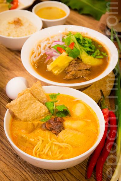 马来西亚人气美食PappaRich进驻台北东区,道地的椰浆饭、炒粿条、叻沙、沙嗲、海南鸡饭、拉茶等,以多种香料调制而成的酱汁,呈现多元民族风貌。(陈柏州/大纪元)