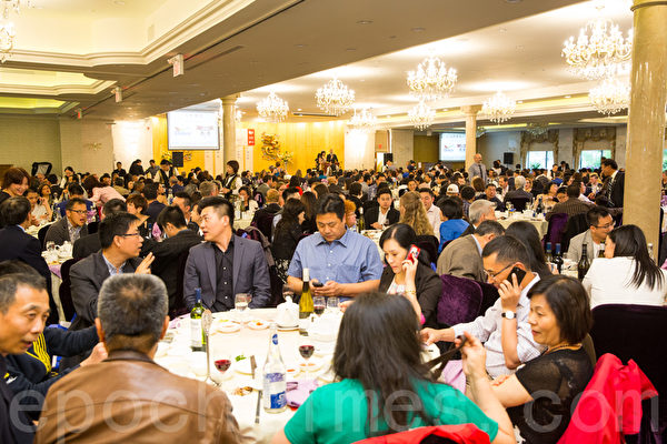豪門宴能容下600人的宴會廳當晚滿座。(艾文/大紀元)