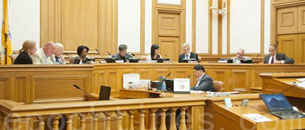 5月21日,旧金山规划委员会听证会现场。(周凤临/大纪元)