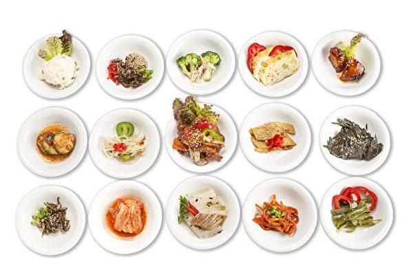15種韓式小菜。(張學慧/大紀元)