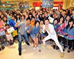 《春梅》主要演員林予晞、楊子儀及李沛旭5月23日天在宜蘭新月廣場舉行見面會,與粉絲合照。(台視提供)