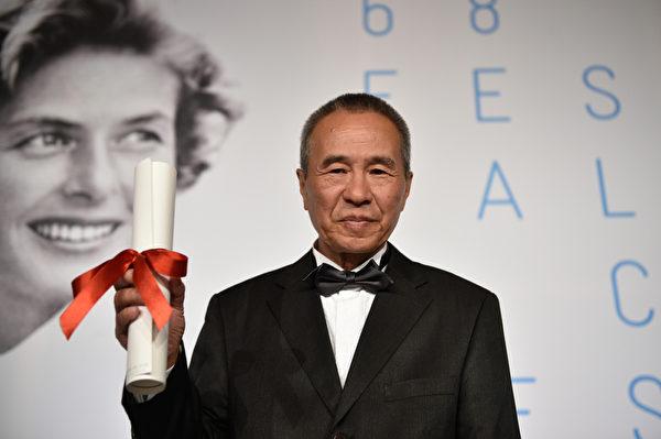 5月24日,台湾导演侯孝贤获得戛纳电影节最佳导演奖。(Pool/Getty Images)