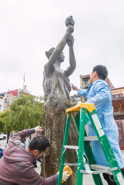 2015年5月26日下午2时,旧金山纪念六四26周年从沐浴女神像拉开序幕。(马有志/大纪元)