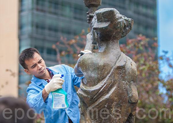 2015年5月25日下午2时,旧金山纪念六四26周年从沐浴女神像拉开序幕。(马有志/大纪元)