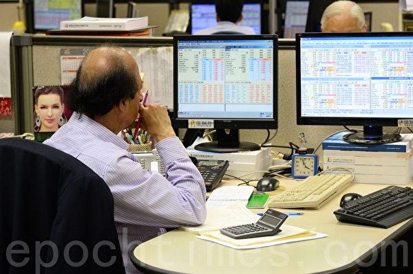 5月28日,中港股市齊齊下跌,滬深股市大跌6%,香港恆生指數收市跌626點。不少股民損失慘重。(宋祥龍/大紀元)
