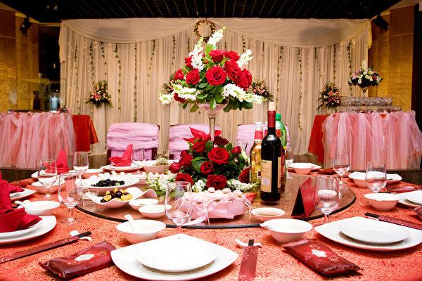 重慶市萬州區發布通知,除婚宴和葬禮的答謝宴外,民間各類酒宴均禁止舉辦,即使是紅白二事的酒席,也必須事前申請並嚴控規模。(Fotolia)