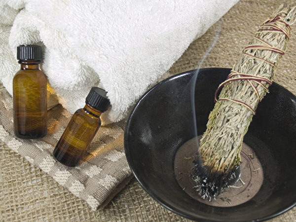 艾灸是中国最古老的医术之一。(Fotolia)