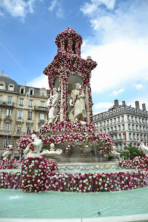 5月30日和31日,里昂市政府举办前所未有的玫瑰花节。(石一/大纪元)