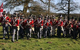 为纪念滑铁卢(Waterloo)战役200周年,数百名英国历史迷5月31日进行逼真演练,准备重现当年的战况。(AFP)