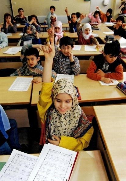 柏林小學生正在上課。三分之一小學新生有移民背景。(THEO HEIMANN/Getty Images)