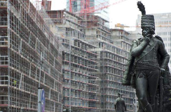 土耳其大家庭、德國老奶奶、拳擊俱樂部……這是柏林移民生活的一些真實片段。圖為柏林街頭的普魯士將軍馮·齊籐伯爵的雕像。 (JOHN MACDOUGALL/AFP/Getty Image)