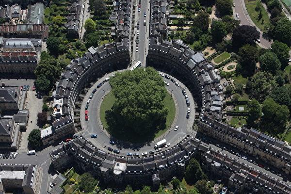 英国巴斯的圆形广场(Matt Cardy/Getty Images)