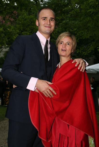 德國王室後裔阿爾伯特王子和母親。(Johannes Simon/Getty Images)