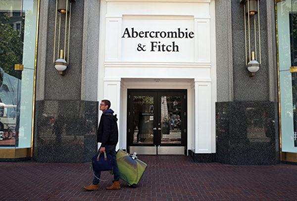 受年轻人喜爱的知名美国服饰品牌阿伯克龙比与菲奇(Abercrombie & Fitch,简称A&F)如今也风光不再,第一财季亏损逾6,000万美元。(Justin Sullivan/Getty Images)