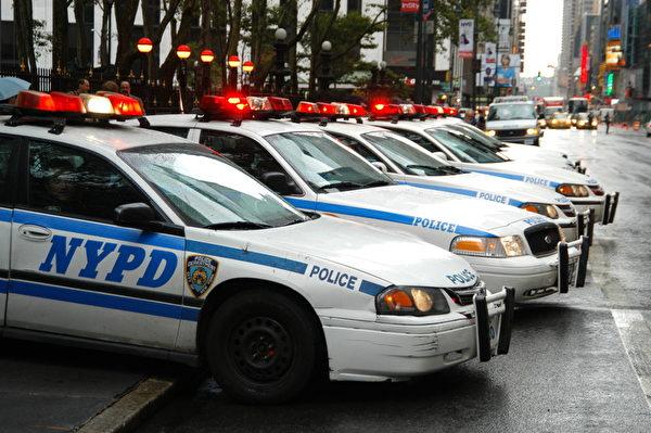取决于不同级别和任职期间的长短,纽约警察局雇员的年薪可以高达131,000美元。(Fotolia)