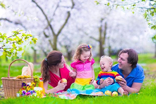 在美国、加拿大,不论父母想在哪里工作定居,一家人总是可以在一起。(fotolia)