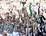 尤文图斯提前四轮夺得意甲冠军,成绩为26胜9平3负,积87分。(Valerio Pennicino/Getty Images)