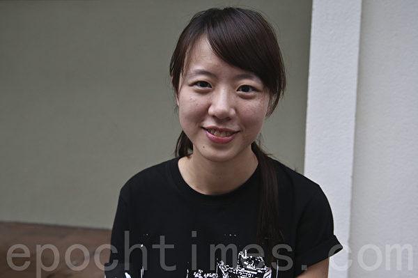 六四26周年当晚,香港大学与维园同步举行烛光悼念活动,大批同学参加。(余钢/大纪元)
