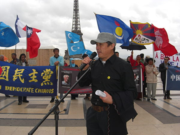公民力量王龙蒙先生在发言。(大纪元)
