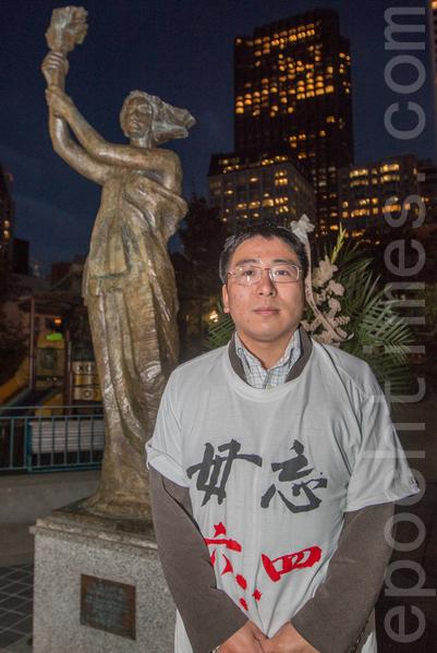 6月3日晚,舊金山各界民眾在中國城的花園角舉辦題為「從未忘記,永不放棄」的六四26週年紀念燭光晚會。80後陳曦在晚會上發言。(馬有志/大紀元)
