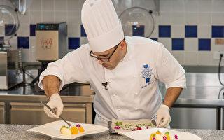 蓝带主厨Nicolas Belorgey 进行甜点教学示范。(高餐大提供)