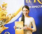Ana González Vañez女士於6月7日下午觀看了神韻舞劇團的《西遊記》舞劇。(Elina Rillafane/大紀元)
