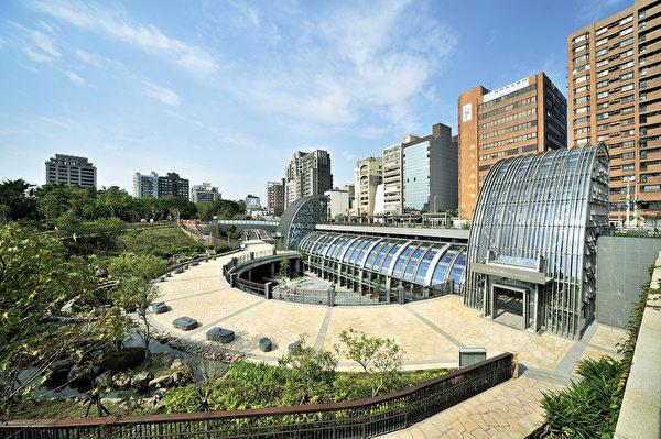 """""""台北市之肺""""大安森林公园旁的捷运站,设计理念在于和大自然结合,让两者产生对话。 (图:中华民国不动产协进会提供)"""