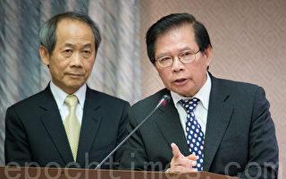 行政院祕書長簡太郎(右)8日表示,兩岸簽訂任何協議都有一定的審查機制,必須受到立法院監督。(陳柏州/大紀元)