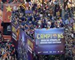 """继2008/09赛季之后,巴塞罗再次问鼎西甲、国王杯和欧冠的""""三冠王""""。(JOSEP LAGO/AFP/Getty Images)"""
