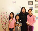 翰林中文学校准备在暑期推出10个主题活动,培养孩子文化素养和生活能力。图为翰林中文学校校长Annie及学生。(大纪元)